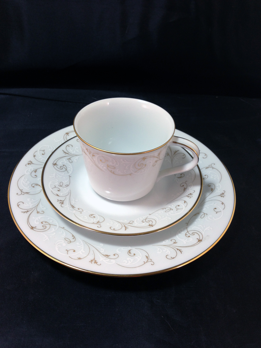 Noritake Luncheon Set, Service for 5+ Duetto 6610 Pattern